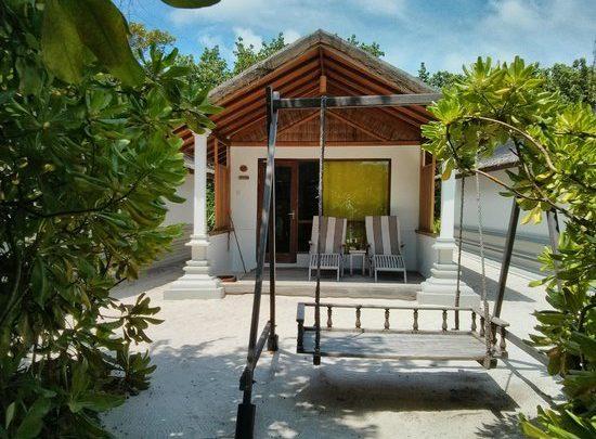 Villa Deluxe, Reethi Beach Resort, Maledivy